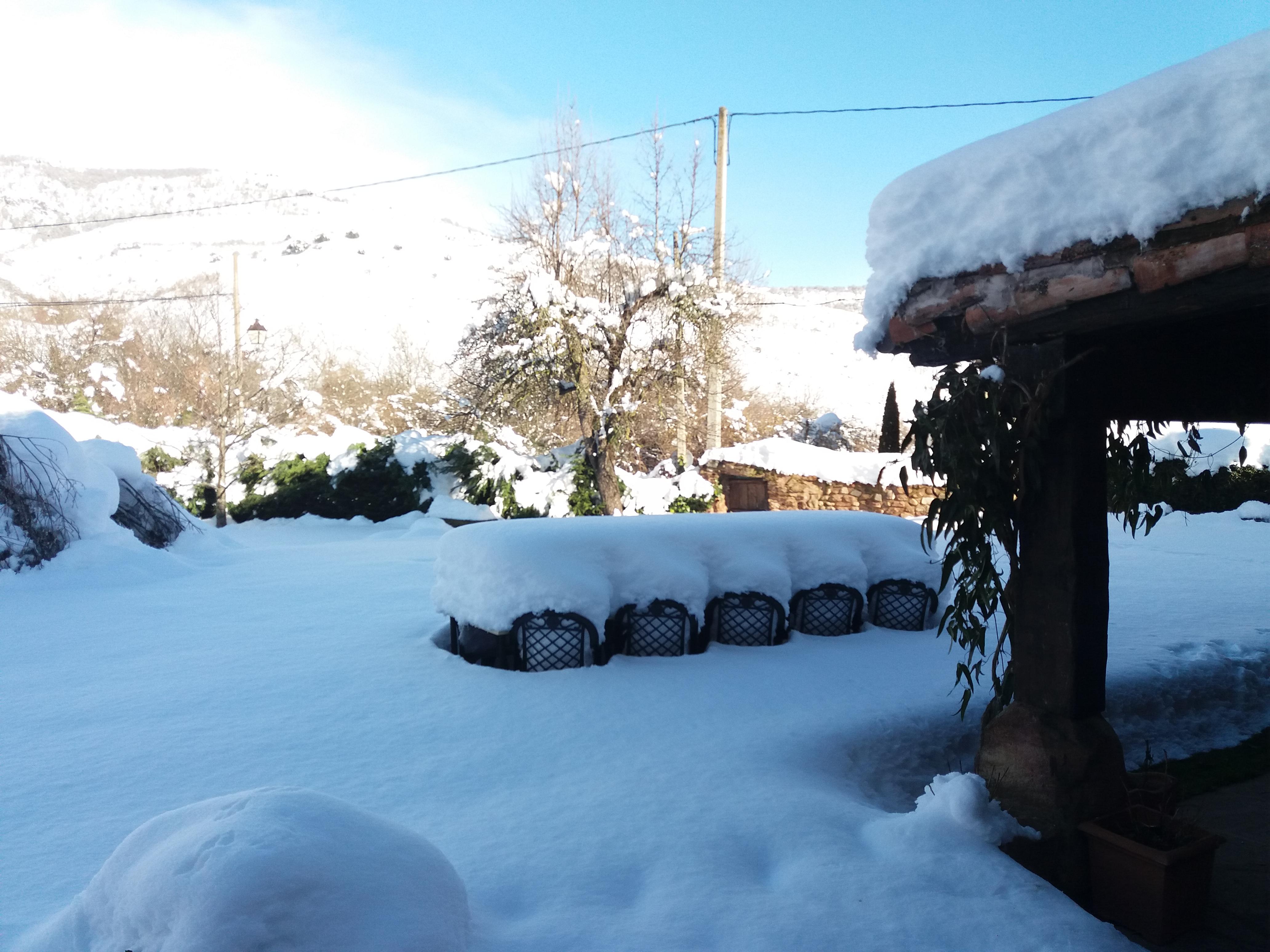 Mucha nieve para subir a esquiar en Valdezcaray…