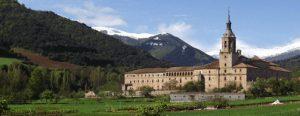 monasterio de yuso accediendo desde la casa rural de ezcaray