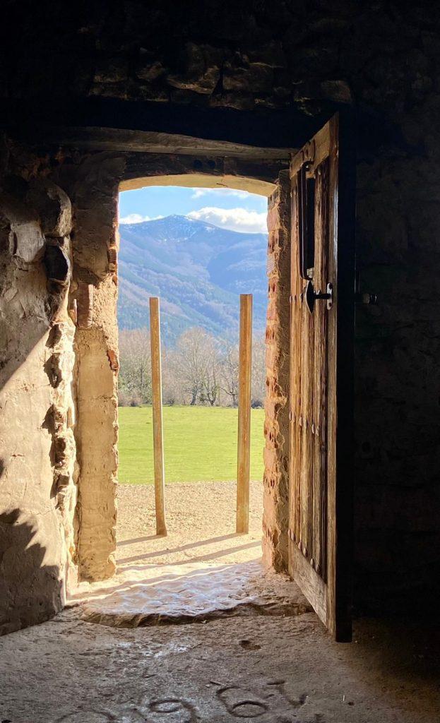 Puerta a la felicidad desde La Casona del Pastor, la dehesa